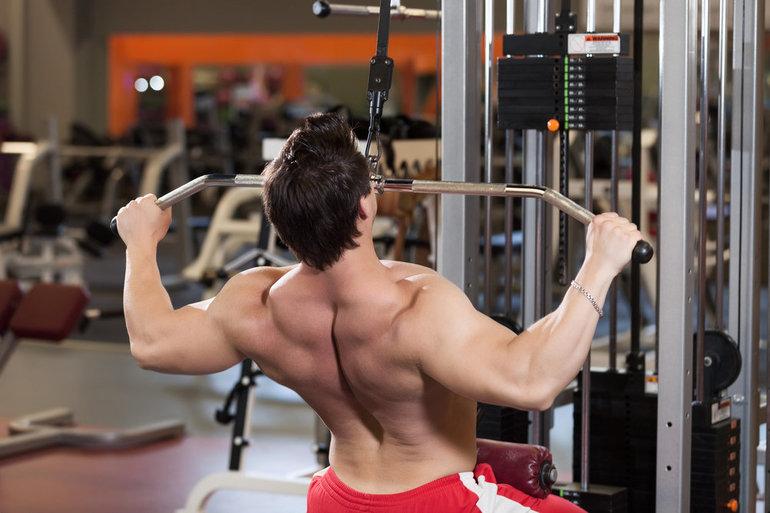 Как качать спину в спортзале