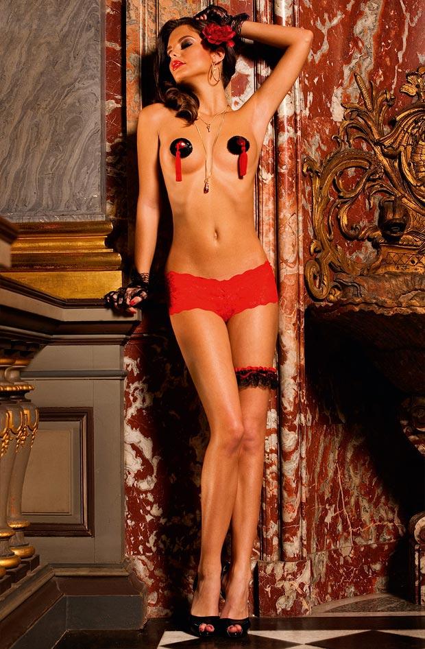 Нижнее белье у девушки, желанные элитные розовые трусы пояс