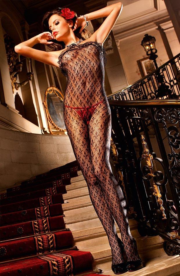 Сказочный прозрачный формованный бюстгальтер на женщине в нижнем белье