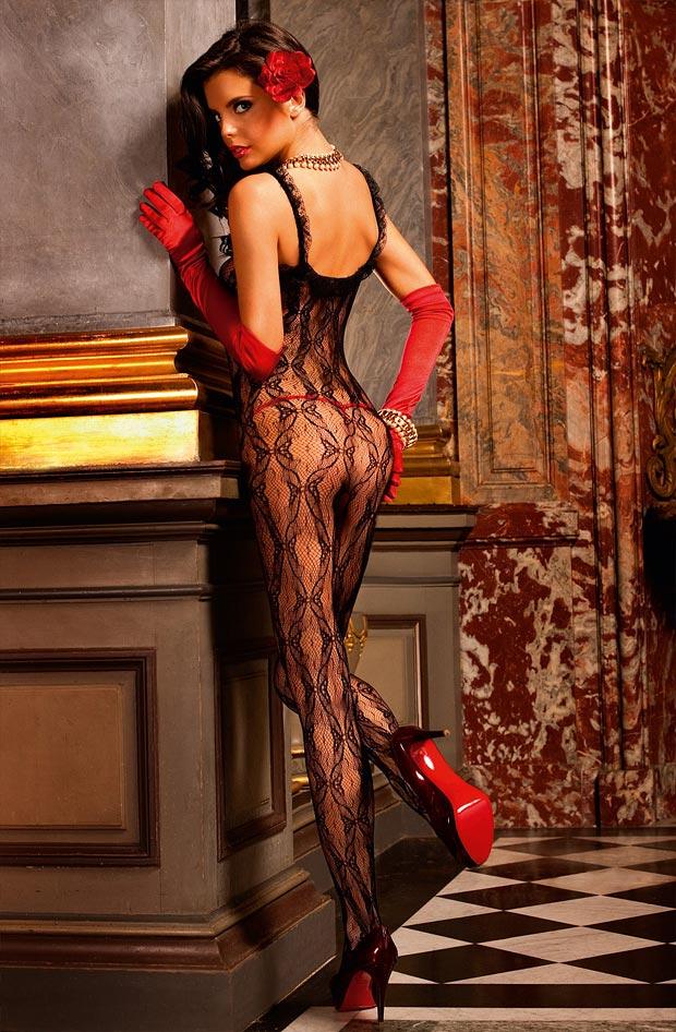 Девушка в замечательном элитном кружевном нижнем белье, комплект с серыми трусиками