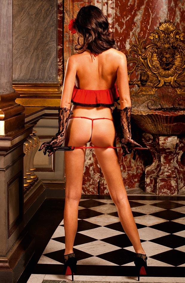 Нижнее белье у девушки, прелестные красивые секси низкие трусики