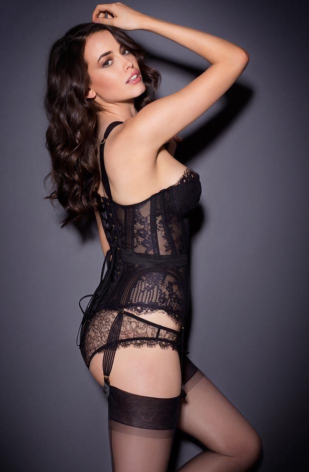 Нижнее белье у девушки, феноменальные самые красивые шелковые низкие трусики