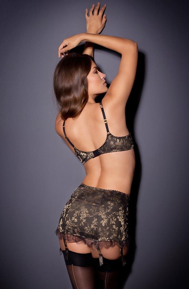 Соблазнительный просвечивающий фэст бюстгальтер на красивой девушке в нижнем белье