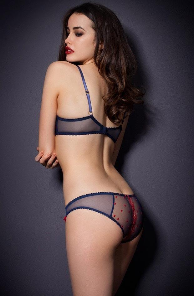 Поразительный элитный удлиненный бюстгальтер на красивой девушке в нижнем белье