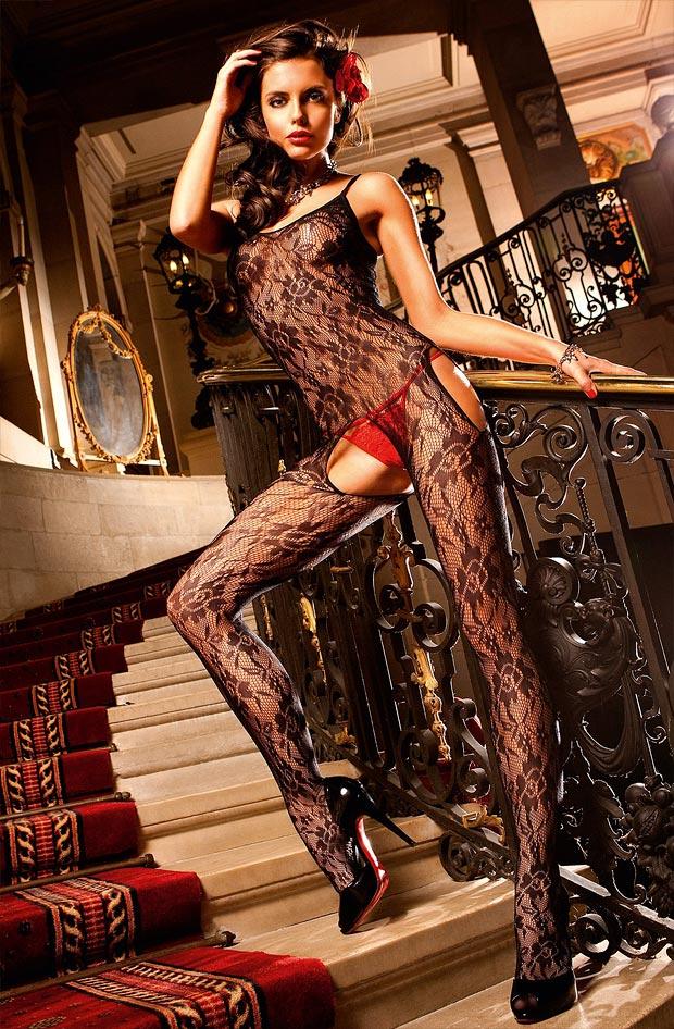 Роскошный просвечивающий фэст бюстгальтер на красивой девушке в нижнем белье