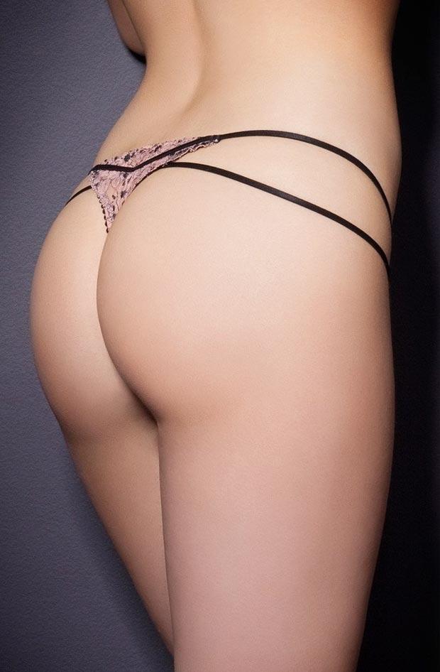 Изумительный сексуальный push up бюстгальтер на женщине в нижнем белье