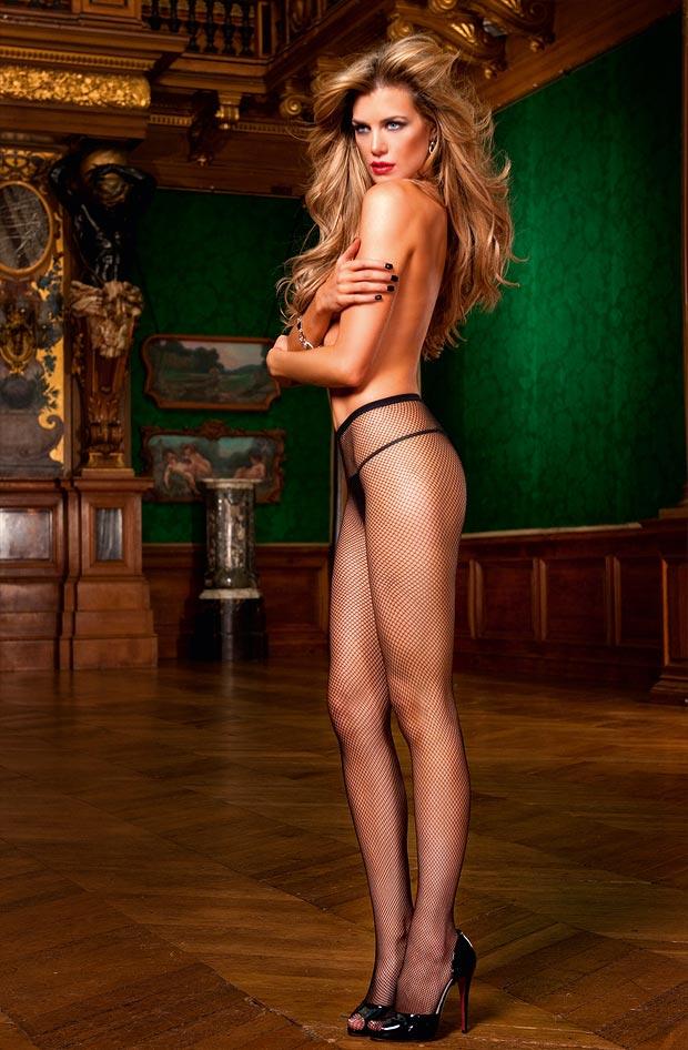 Молодая девушка в сексуальном нижнем белье, закрытые трусики