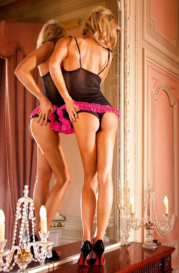 Очаровательный прозрачный со вставками бюстгальтер на девушке в нижнем белье