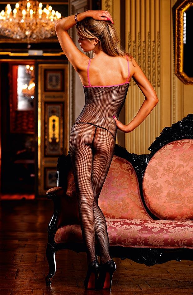 Комплект нижнего белья на молодой девушке, топик бюстгальтер