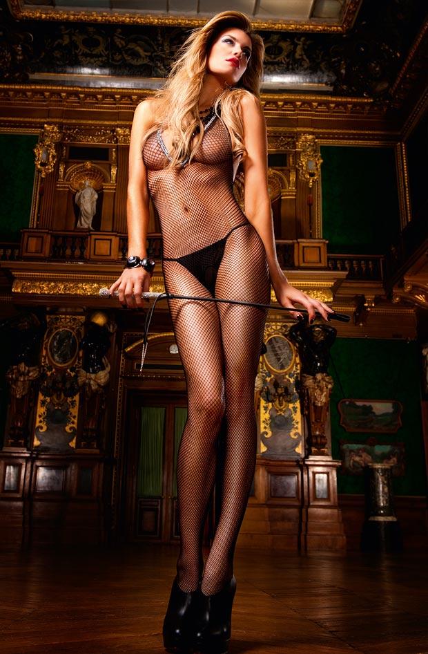 Девушка в роскошном самом красивом утягивающем нижнем белье, комплект с нарядными трусиками