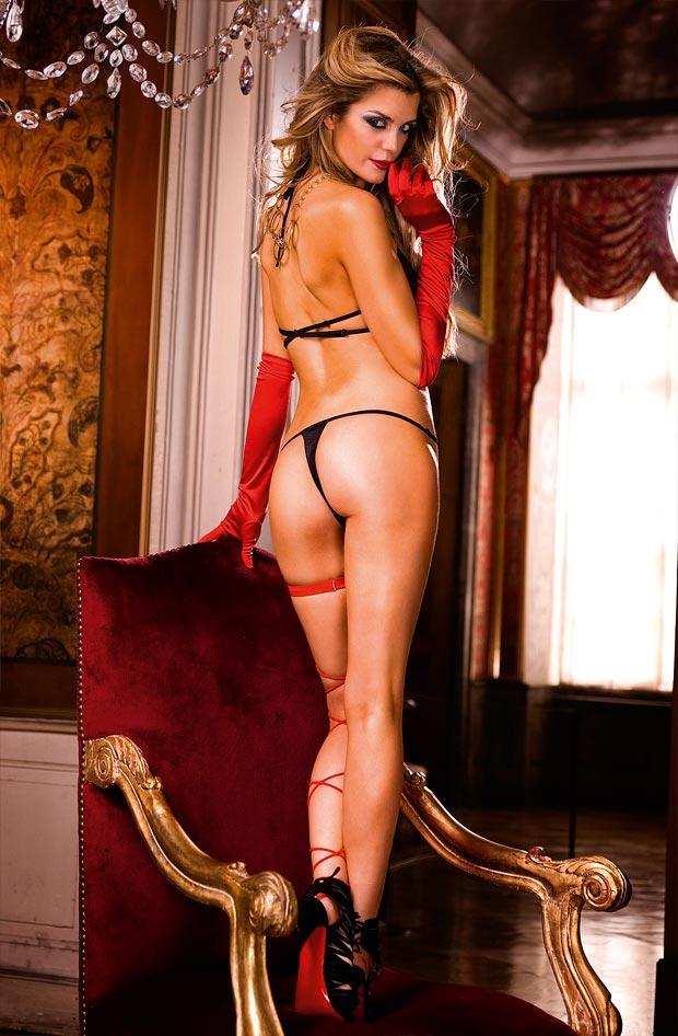 Прелестный элитный балконет бюстгальтер на красивой девушке в нижнем белье