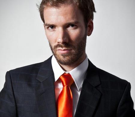 оранжевый галстук с темным пиджаком