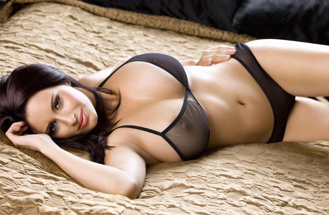 Красивейший дорогой bra бюстгальтер на женщине в нижнем белье