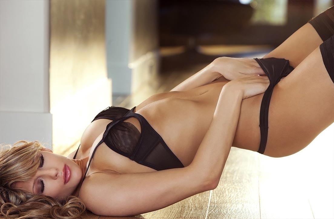 Фото девушек без нижнего белье, Фото женщин без нижнего белья - Эротические фото 19 фотография
