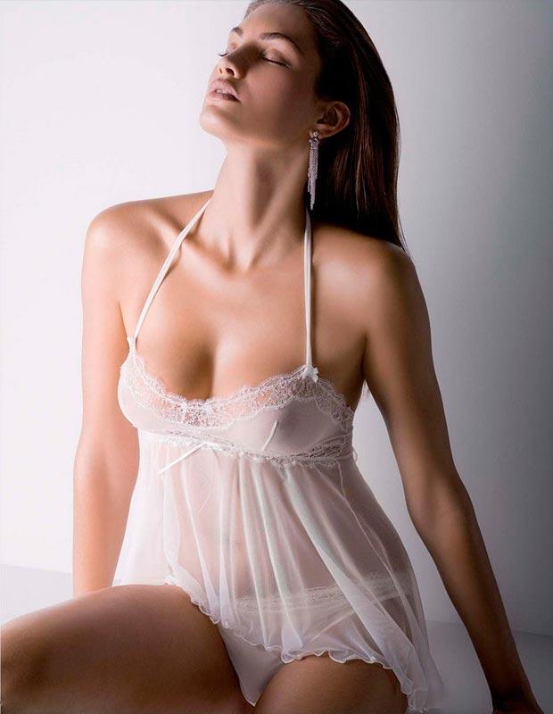 Чарующий элитный корсет бюстгальтер на девушке в нижнем белье