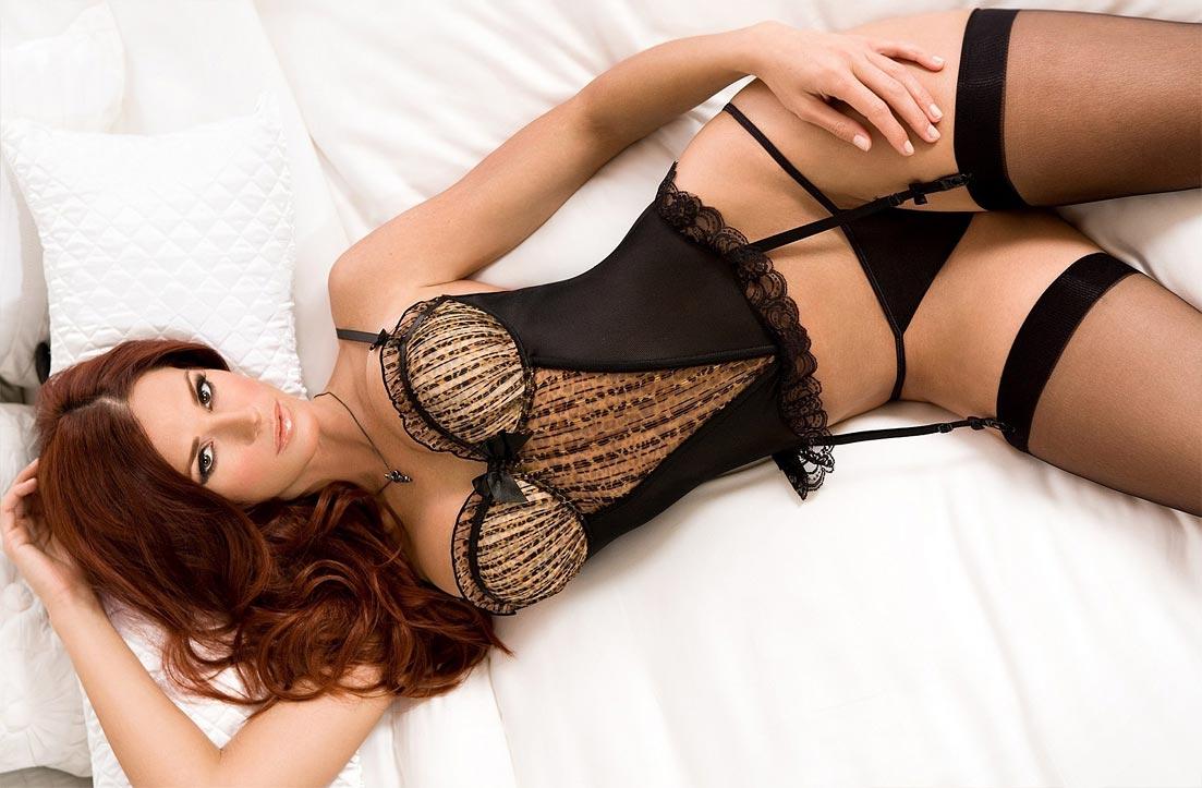 Эротический комплект нижнего белья на женщине, комбинация бюстгальтер