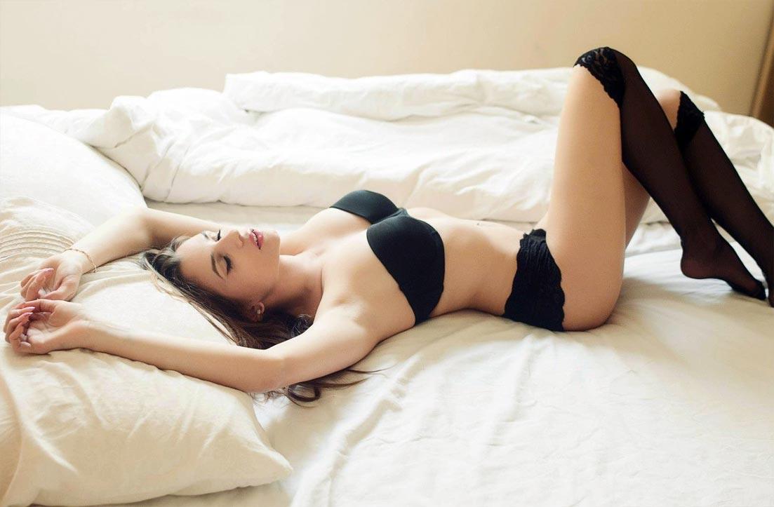 Комплект нижнего белья на красивой девушке, секси бюстгальтер